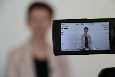 Exemple de regard face caméra